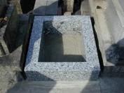 外柵基礎石と御影石納骨室